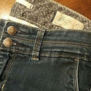 Distressed Trim Flare Gap Jean